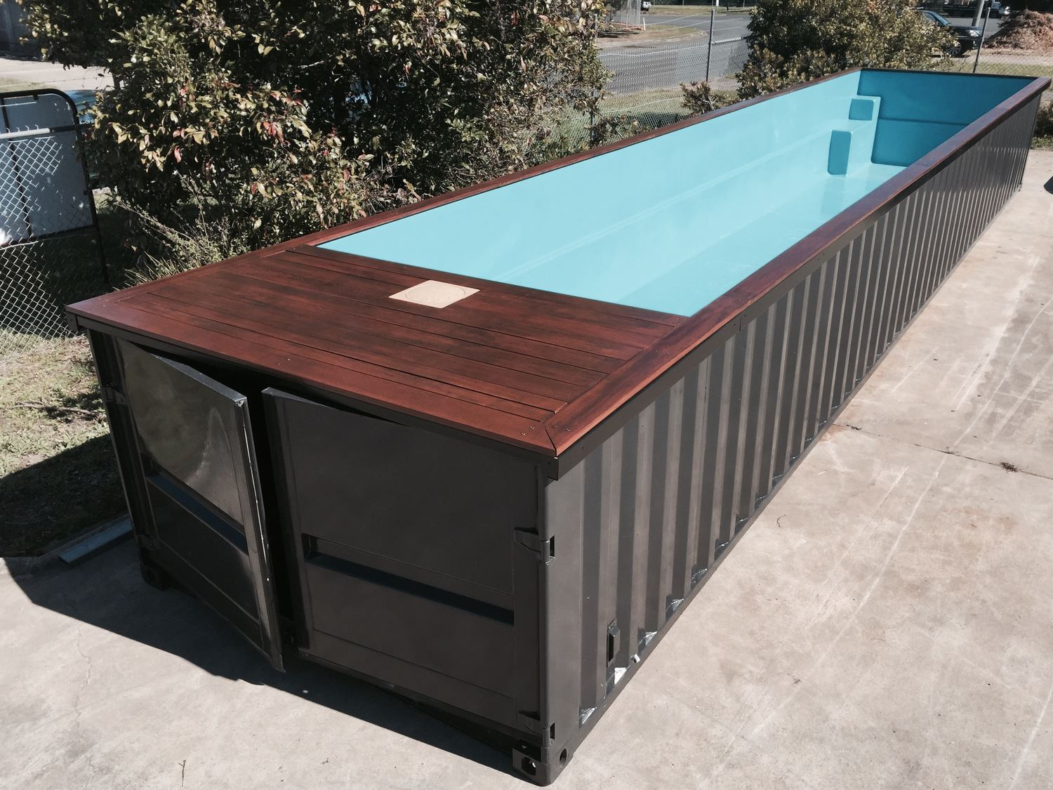 piscine en container maritime mouvbox france. Black Bedroom Furniture Sets. Home Design Ideas