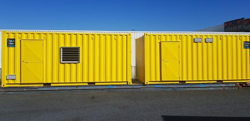 deux containers maritimes jaunes